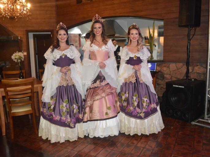 Foto  - Lançamento dos Vestidos Oficiais da Corte da 14ª FenaVindima