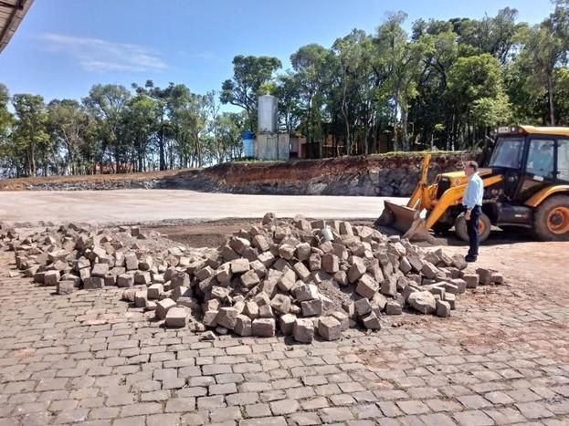 Foto Prefeito visita obras no Parque da Vindima