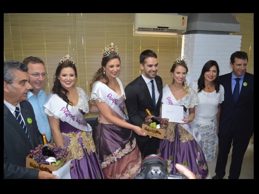 Foto Governador Eduardo Leite recebe convite para participar da FenaVindima 2020