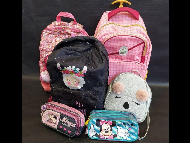 Foto Turismo começa a receber doações de material escolar e mochilas