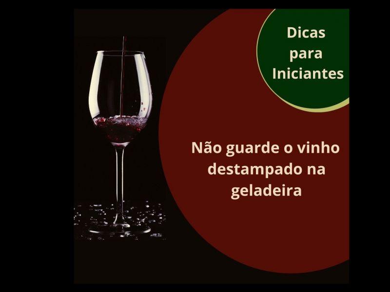 Foto Não guarde o vinho destampado na geladeira