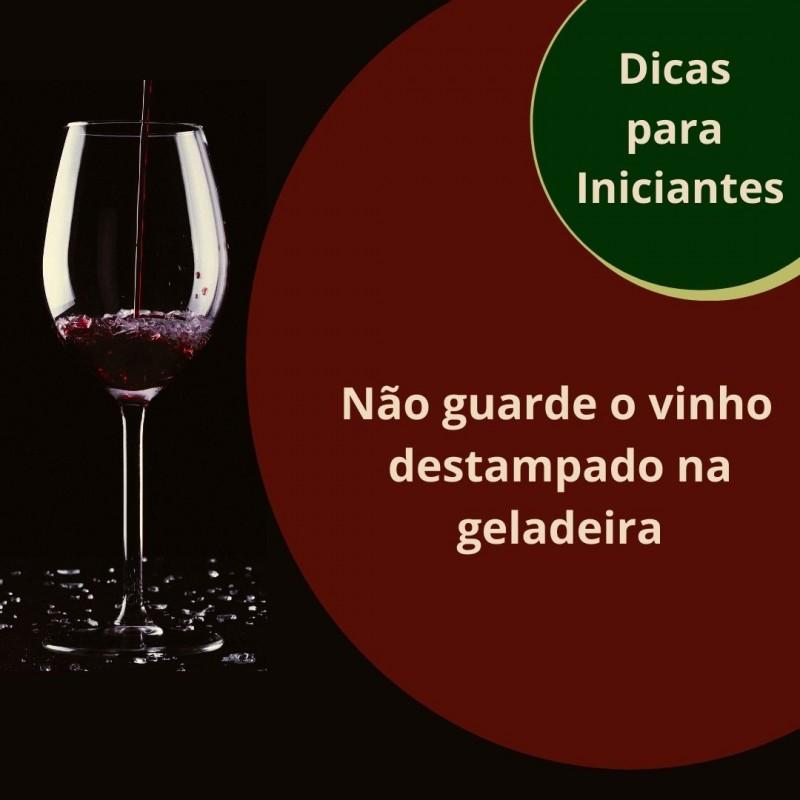 Foto de capa Não guarde o vinho destampado na geladeira