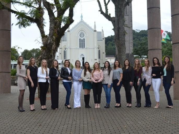 Foto 15 candidatas concorrem ao título de rainha e princesas da 14ª FenaVindima