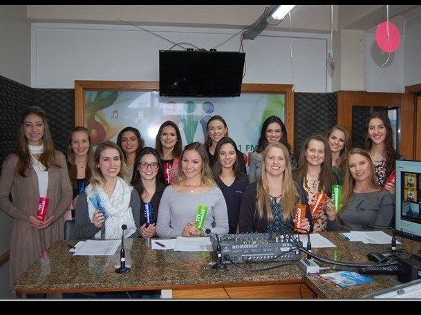 Foto Candidatas a soberanas da 14ª FenaVindima participaram de entrevista na Rádio Amizade