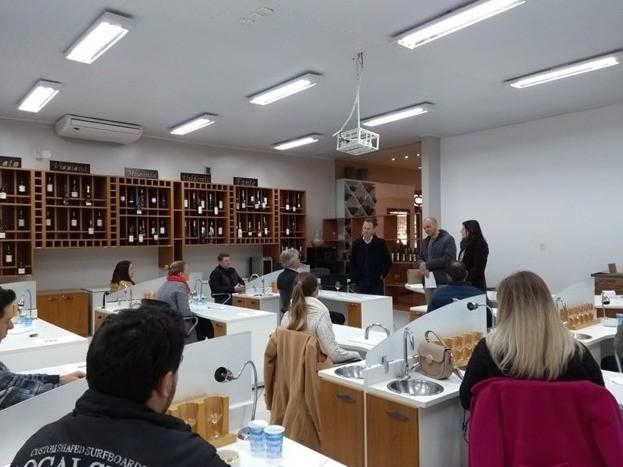 Foto Iniciou o processo de degustação dos melhores vinhos de Flores da Cunha