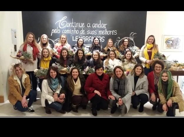 Foto Embaixatrizes foram recebidas no Instituto Flávio Luis Ferrarini