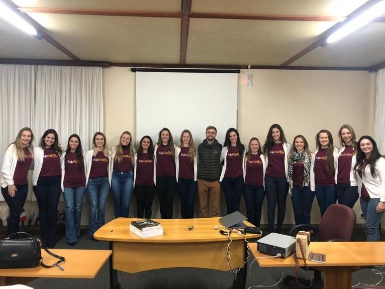 Foto Embaixatrizes da FenaVindima participaram de aula de Talian