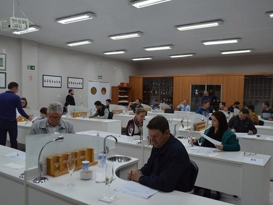 Foto Encerrado o processo de degustação para Seleção dos Melhores Vinhos de Flores da Cunha