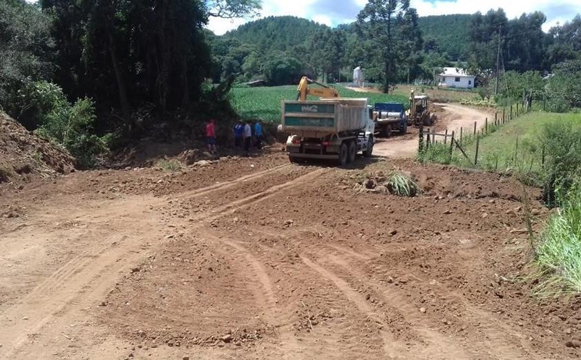 Foto de capa da notícia Administração intensifica o trabalho nas melhorias de estradas