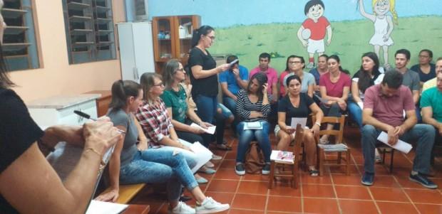 Foto de capa da notícia: Reunião com os pais e entrega dos materiais escolares para o ano letivo