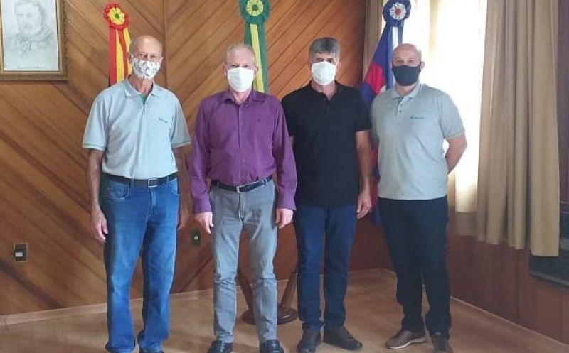 Foto de capa da notícia: Representantes do Sicredi realizaram uma visita a nova Administração