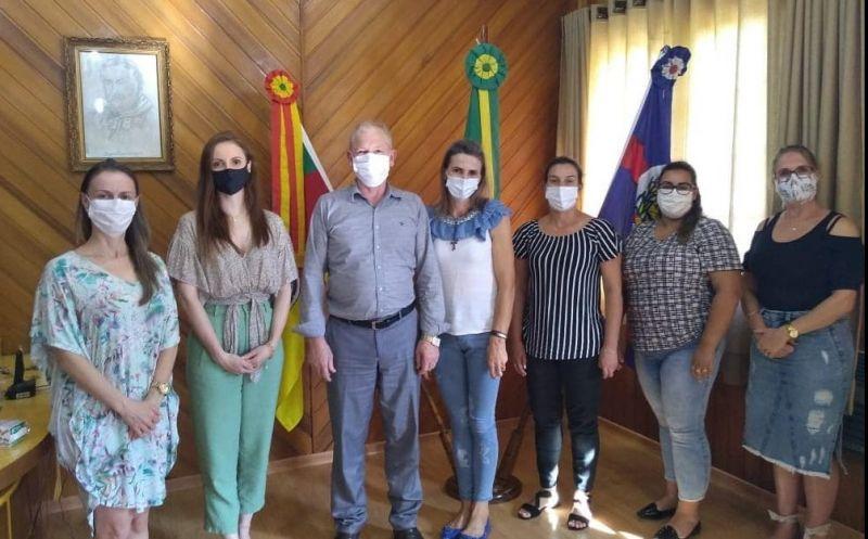 Foto de capa da notícia Reunião com a coordenadora do CRE