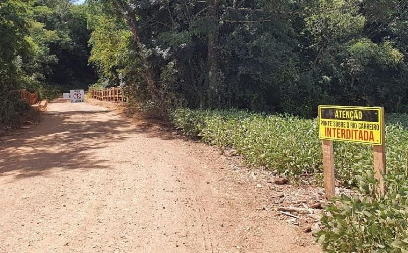 Foto de capa da notícia Ponte sobre o rio Carreiro já está interditada