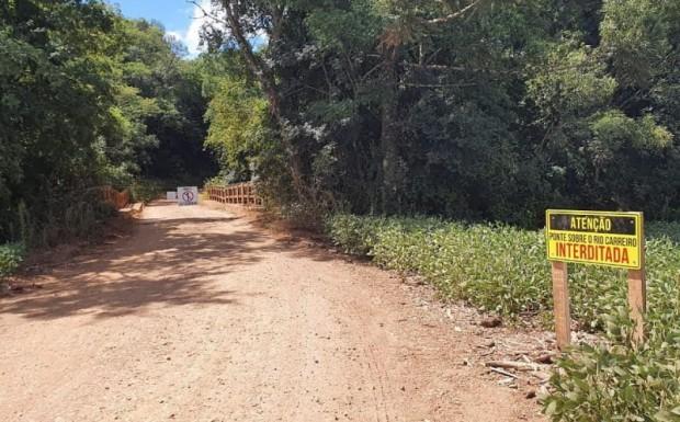 Foto de capa da notícia: Ponte sobre o rio Carreiro já está interditada