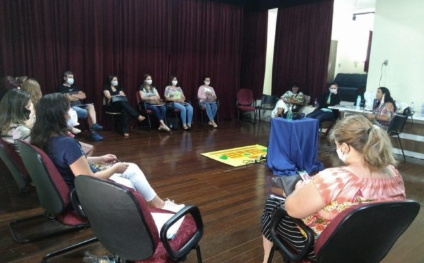 Foto de capa da notícia: Reunião com Serventes e Professores da rede municipal