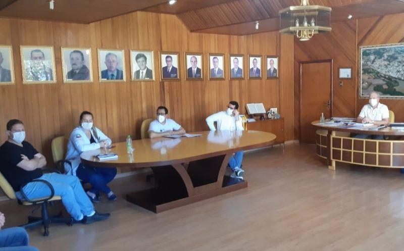 Foto de capa da notícia: Reunião do comitê de combate ao Covid-19