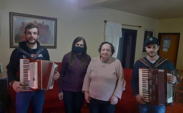 Foto de capa da notícia: DIA DOS AVÓS FOI CELEBRADO PELA ASSISTÊNCIA SOCIAL