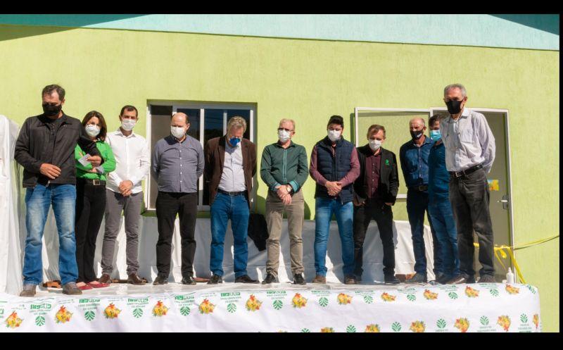 Foto de capa da notícia PREFEITO LAURO PARTICIPA DE INAUGURAÇÃO DE FILIAL DA COAGRI EM VANINI