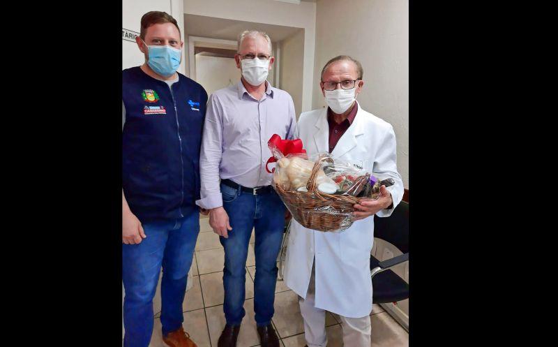 Foto de capa da notícia: DR. ALBINO GAZZONI FOI HOMENAGEADO PELA ADMINISTRAÇÃO MUNICIPAL