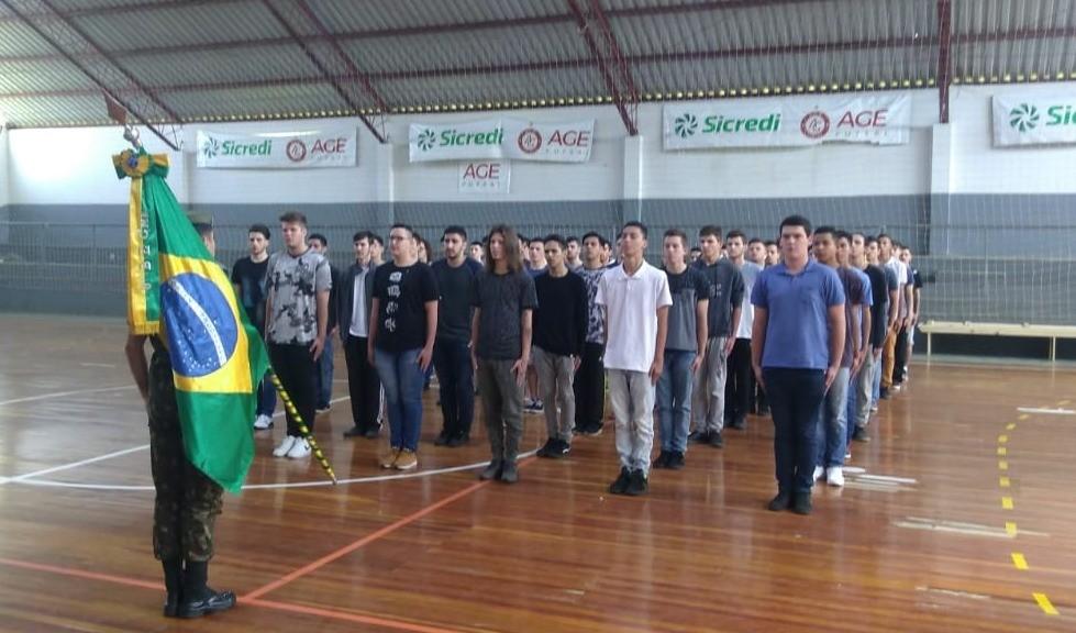 Foto de capa da notícia: Exército Brasileiro: Jovens realizam inspeção de saúde em Guaporé