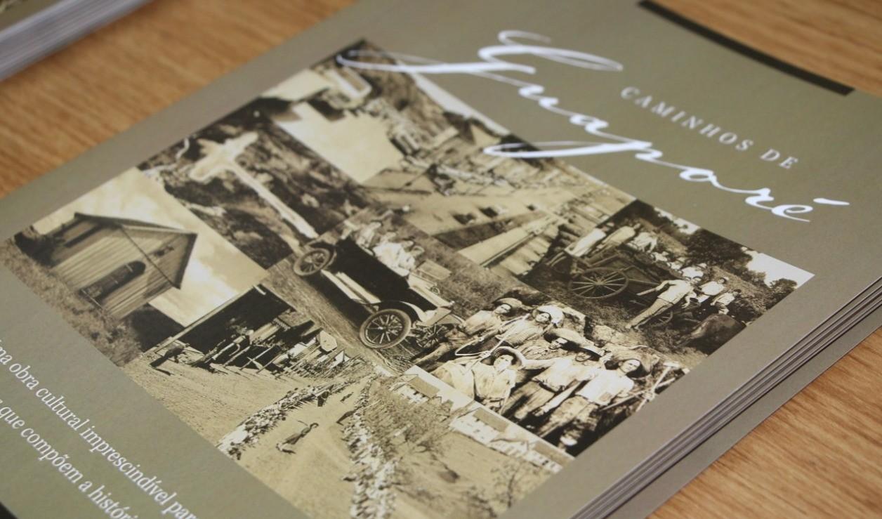 """Foto de capa da notícia: Projeto do livro """"Caminhos de Guaporé – Dos primeiros habitantes ao primeiro centenário"""" é apresentado à comunidade"""