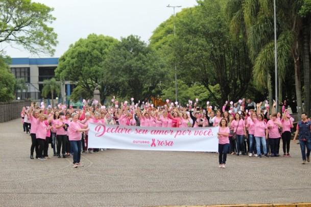 Foto de capa da notícia: Outubro Rosa: Lindos momentos e Caminhada das Vitoriosas marcaram encerramento