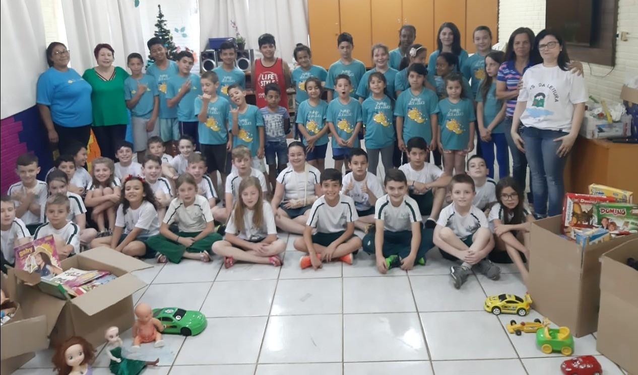 """Foto de capa da notícia: Alunos da Escola Imaculada Conceição praticam o bem no """"Dia da Gentileza"""""""