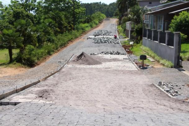 Foto de capa da notícia: Administração Municipal realiza obras de infraestrutura no bairro São José