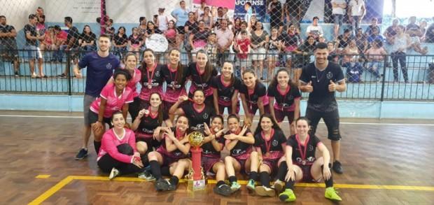 Foto de capa da notícia: Real F.C. conquista o Torneio Municipal Feminino de Futsal de Guaporé