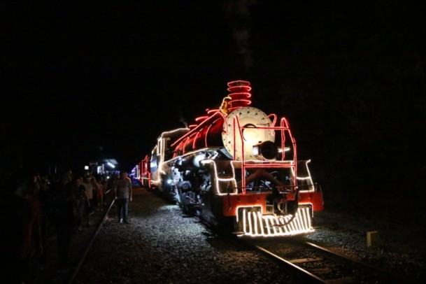 Foto de capa da notícia: Maria Fumaça encanta em mais uma edição do projeto 'Natal nos Trilhos'