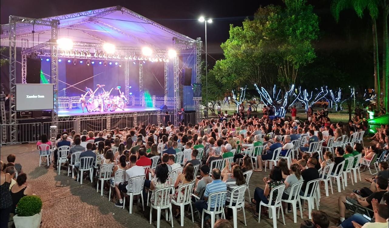 Foto de capa da notícia: Natal Arte Guaporé: Caripaiguarás abriu as comemorações no dia do aniversário do Município