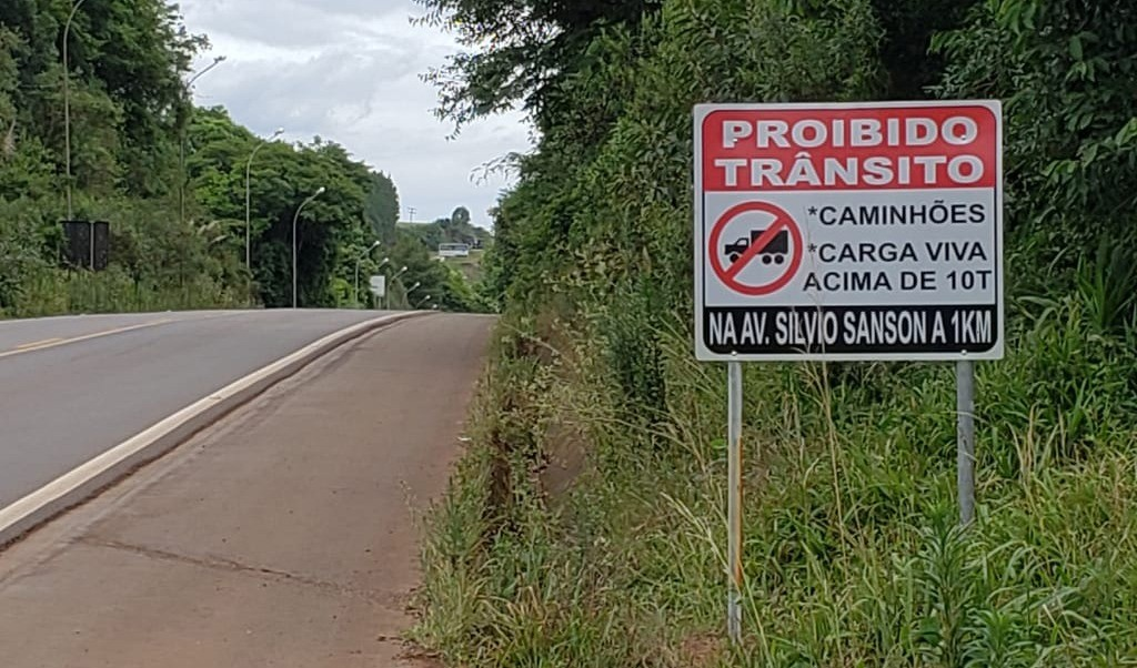 Foto de capa da notícia: Tráfego de veículos pesados será proibido na Avenida Silvio Sanson