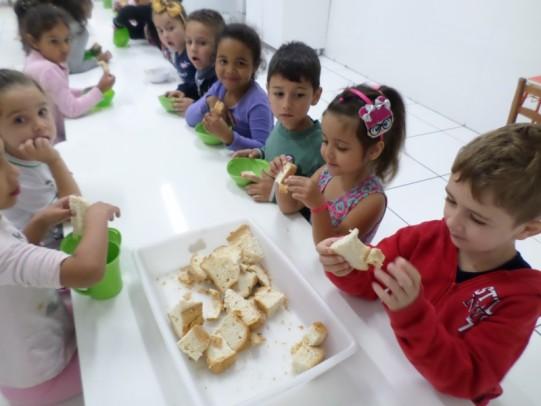 Foto de capa da notícia: Merenda escolar: Qualidade, variedade, nutrição e valorização do produtor rural