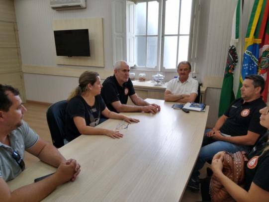 Foto de capa da notícia: Administração Municipal recepciona nova diretoria da AGE
