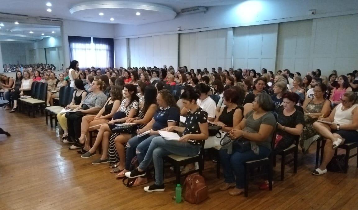 Foto da Notícia Educação: Encontro de formação conta com palestra de Regina Shuddo
