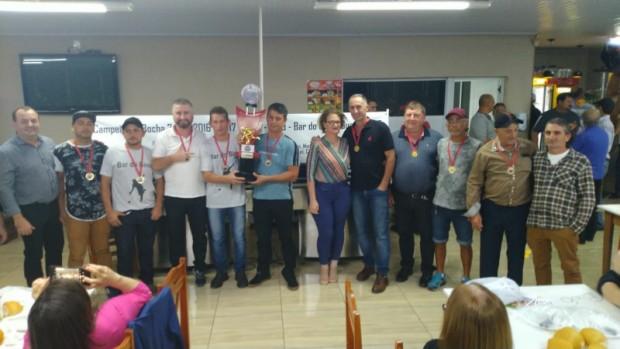 Foto de capa da notícia: Melhores da Bocha 48 – 8 Metros recebem premiação em festividade de confraternização