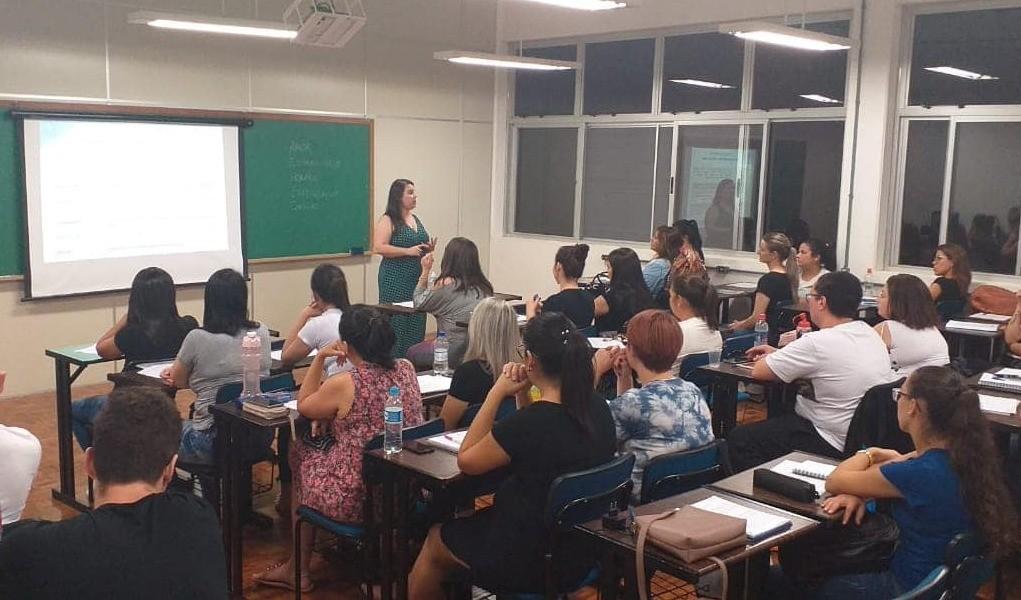 Foto de capa da notícia: Poder Público e UCS Campus Guaporé capacitam 87 monitores de educação infantil
