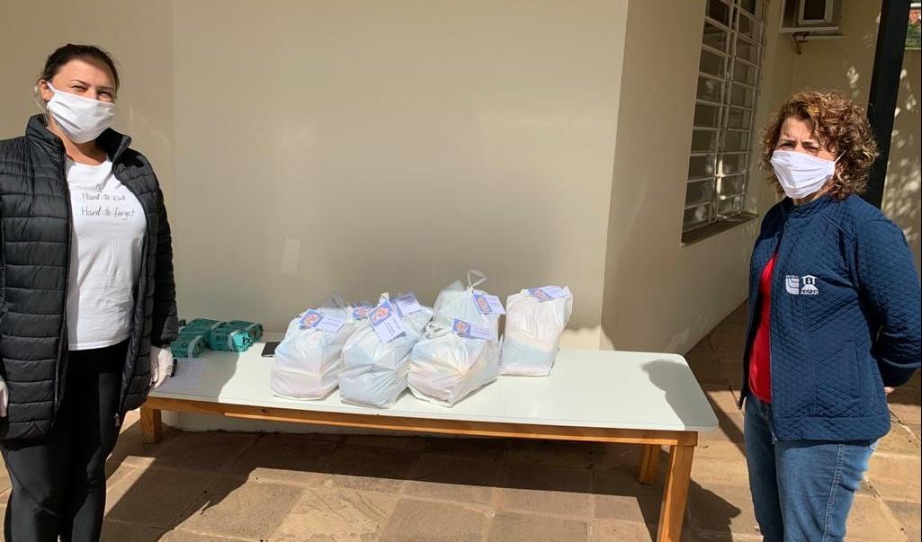 Foto de capa da notícia: Poder Público distribui alimentos da merenda escolar durante a pandemia da Covid-19