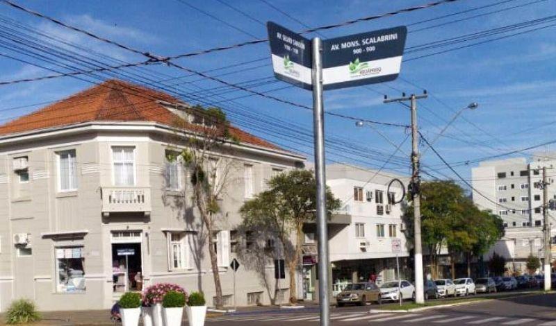 Foto de capa da notícia: Sinalização: placas de identificação de ruas estão sendo instaladas em Guaporé