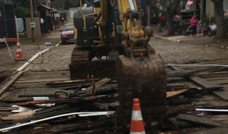 Foto de capa da notícia: Poder Público revitaliza ponte da rua Dois Lajeados