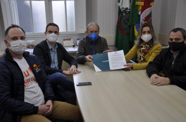 Foto de capa da notícia: Poder Público e Sicoob Guaporé firmam convênio