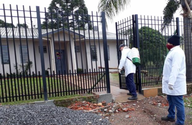 Foto de capa da notícia: Sanitização é realizada na Casa de Acolhimento, secretaria de Assistência Social e educandários de Guaporé