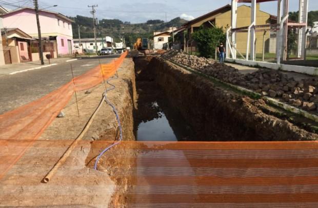 Foto de capa da notícia: Drenagem na rua Manoel Francisco Guerreiro está em andamento