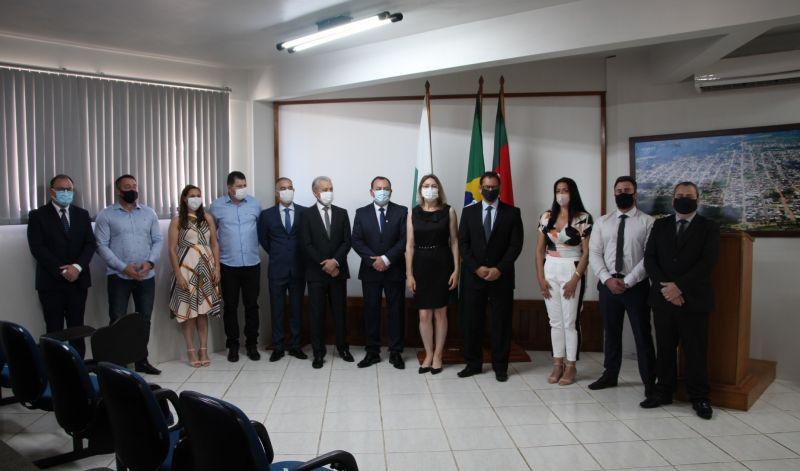 Foto de capa da notícia: Empossados os secretários municipais para a gestão 2021/2024