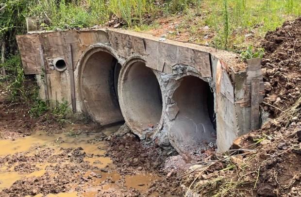 Foto de capa da notícia: Arroio Barracão: Secretaria de Obras e Viação realiza limpeza preventiva da tubulação de água