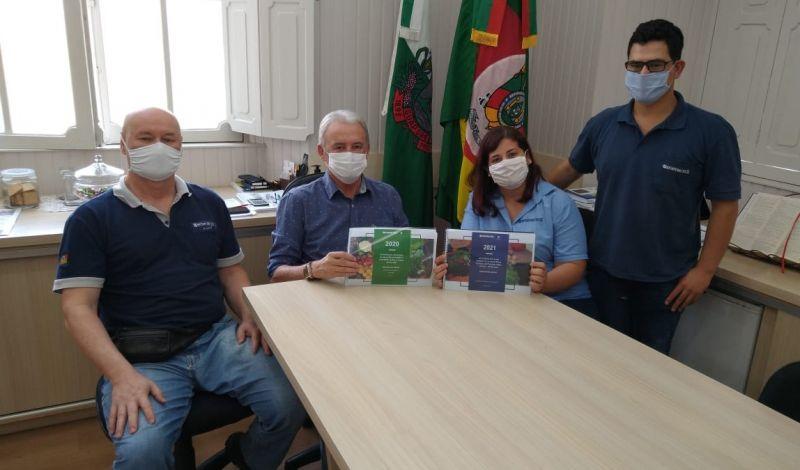 Foto de capa da notícia: Emater entrega relatório anual ao Poder Público Municipal