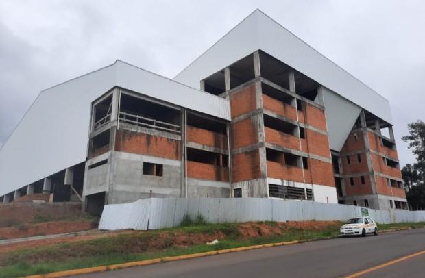 Foto de capa da notícia: Ginásio Municipal Multiuso deve receber R$ 2 milhões de investimentos em 2021