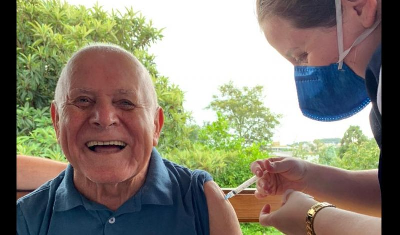 Foto de capa da notícia: Idosos e funcionários do Lar Santa Rita recebem a dose da vacina contra a Covid-19