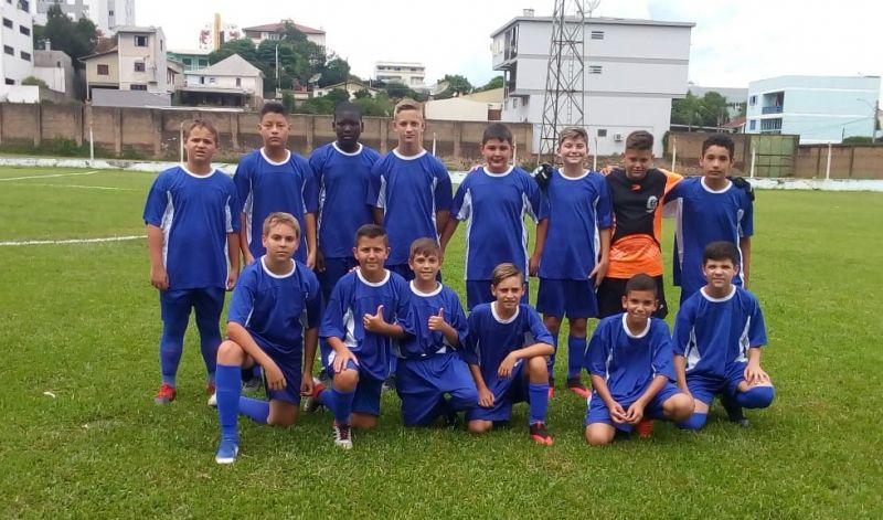 """Foto de capa da notícia: Escolinha Municipal de Futebol encarou o """"Alviverde"""" de Caxias do Sul"""