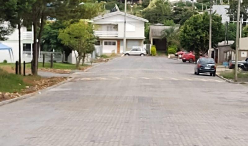 Foto de capa da notícia: Projeto parceria: Poder Público e moradores pavimentam trecho da rua Júlio Campos
